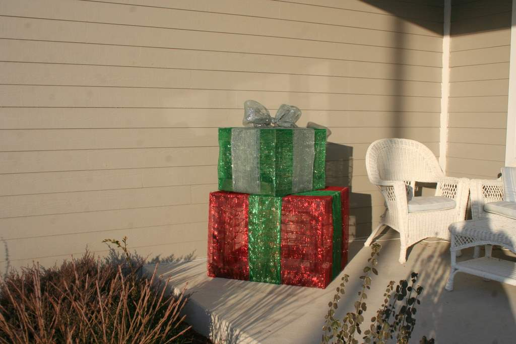 Do It Yourself Outdoor Lighted Holiday Gift Boxes Money