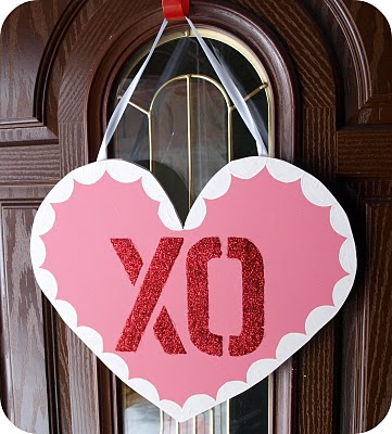 Do it yourself quick and easy valentines projects money saving xo valentines door hanging solutioingenieria Image collections