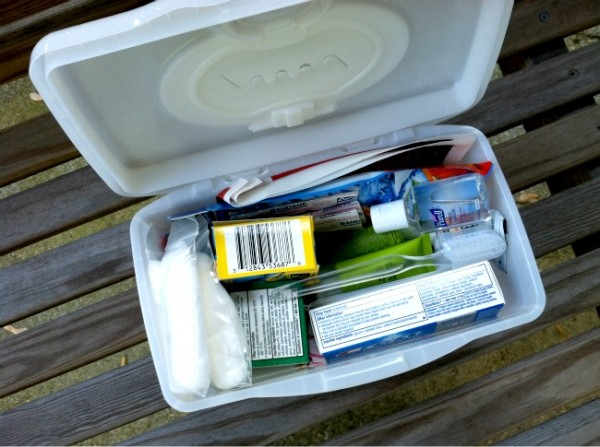 Do it yourself sample size first aid kits money saving mom simpleorganizedliving shows you how to make homemade first aid kits out of sample size products solutioingenieria Gallery