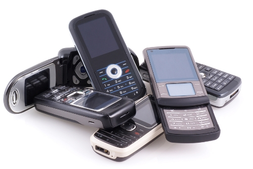 Pile Of Cell Phones : Reader tip how i saved over on my phone money