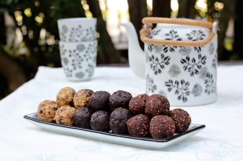Choc-peanut brownie balls