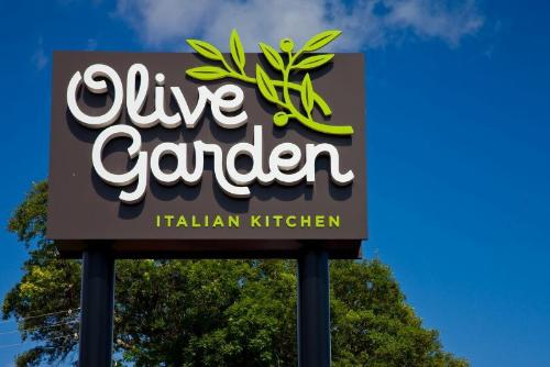 Olive Garden Two Entrees A Redbox Rental For Money Saving Mom