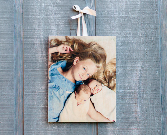 Get a FREE 5x7 wooden photo board right now at Photobarn -- just pay shipping! These make great personalized gift ideas!