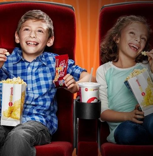 Los niños ven la película