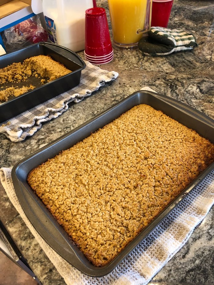 easy meals for 20 people: baked oatmeal for a large family