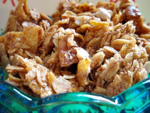 Super Easy Breakfast recipes for kids: Homemade Granola