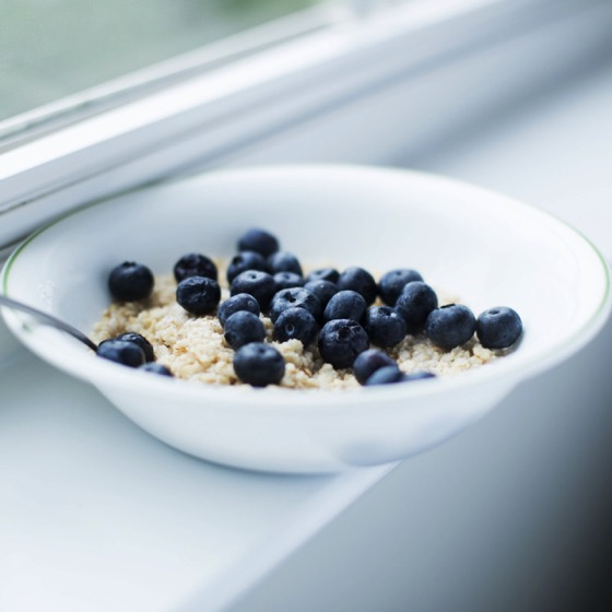 Healthy Foods On A Budget: Oatmeal with Blueberries
